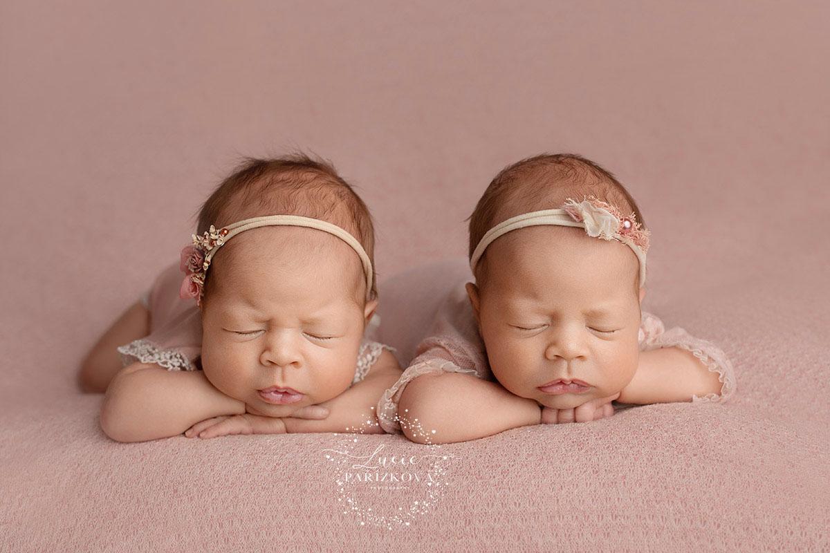 foceni dvojčat, miminek, focení novorozenců, novorozenecké foto, newborn fotografie